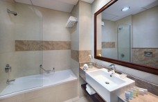 Standard_Room_Bathroom1.jpg